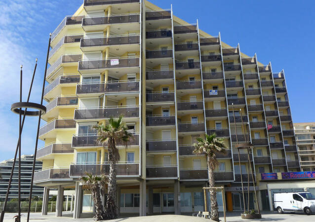 R sidence le beach location canet en roussillon for Location garage canet en roussillon