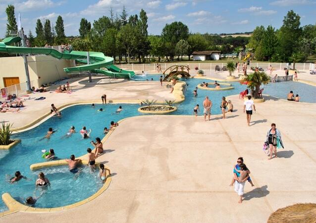 Camping lac de thoux saint cricq location thoux for Camping toulouse piscine